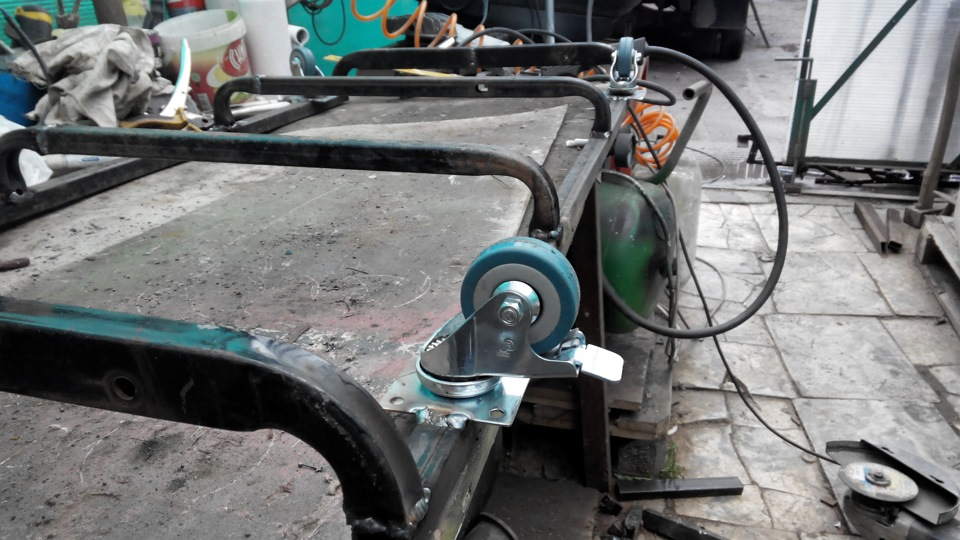 Подкатная тележка для ремонта автомобиля своими руками 85