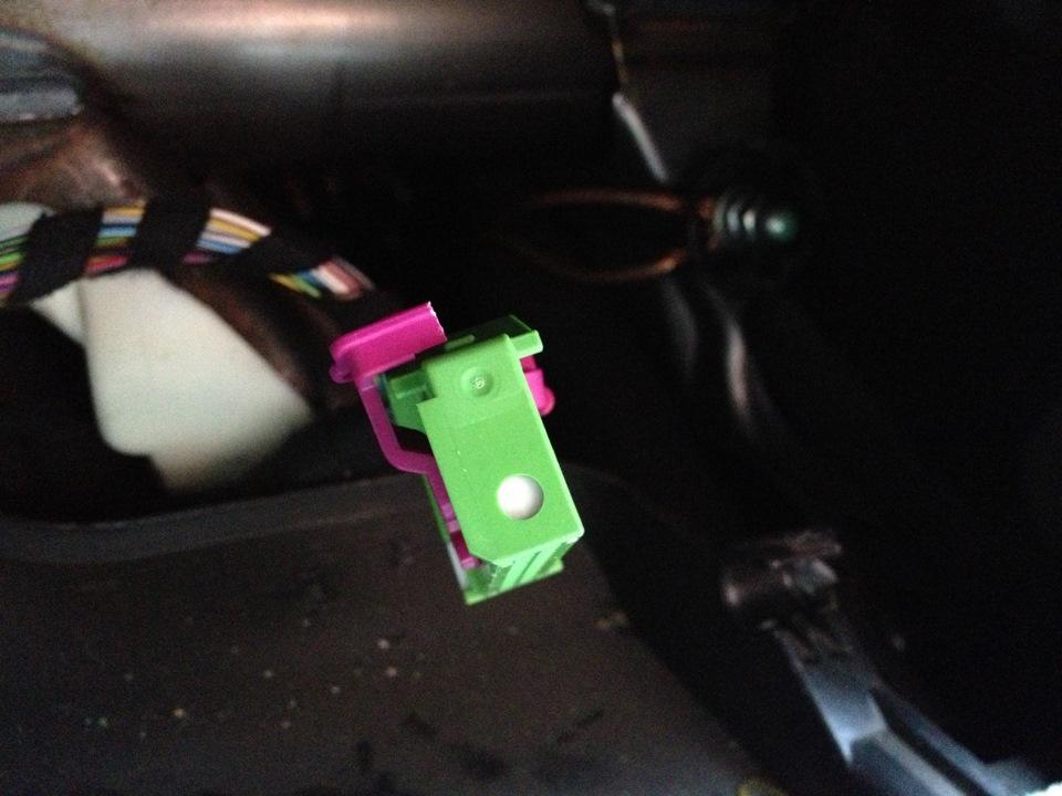 почему горит индикатор открытой двери skoda octavia