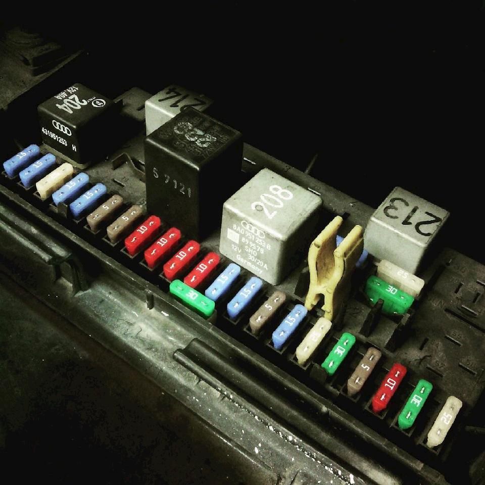 audi 80 горит предохранитель освещения приборной панели