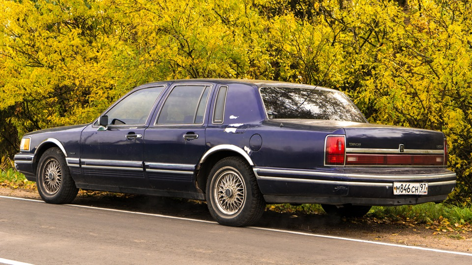 Lincoln Town Car Luxury Sedan Best: Lincoln Town Car Luxury Rust