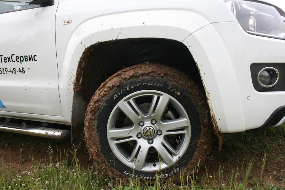 грязь из под колес почему то на крылья не попадает))