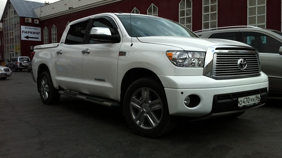 <strong>Toyota Tundra</strong> LUX PICK UP