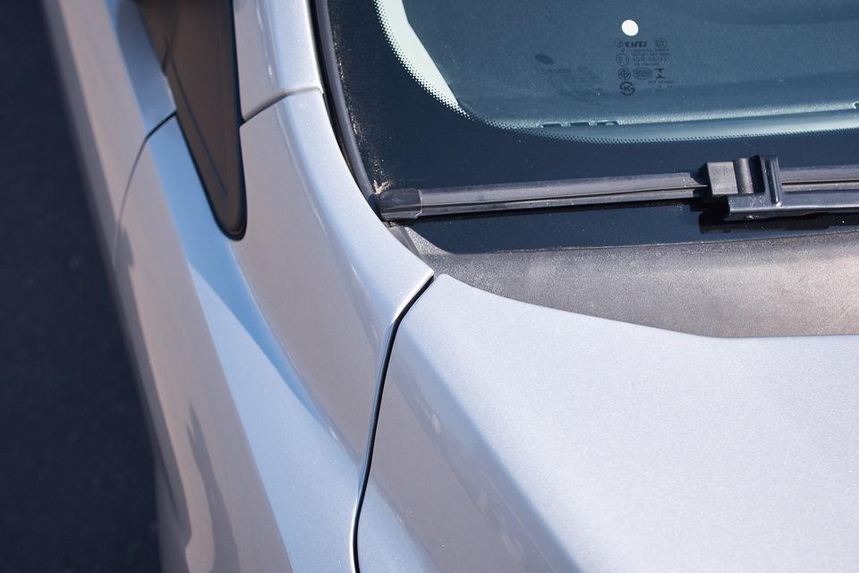 Ford Focus после проведённого кузовного ремонта. Верхний край правого переднего крыла после восстановления и покраски.