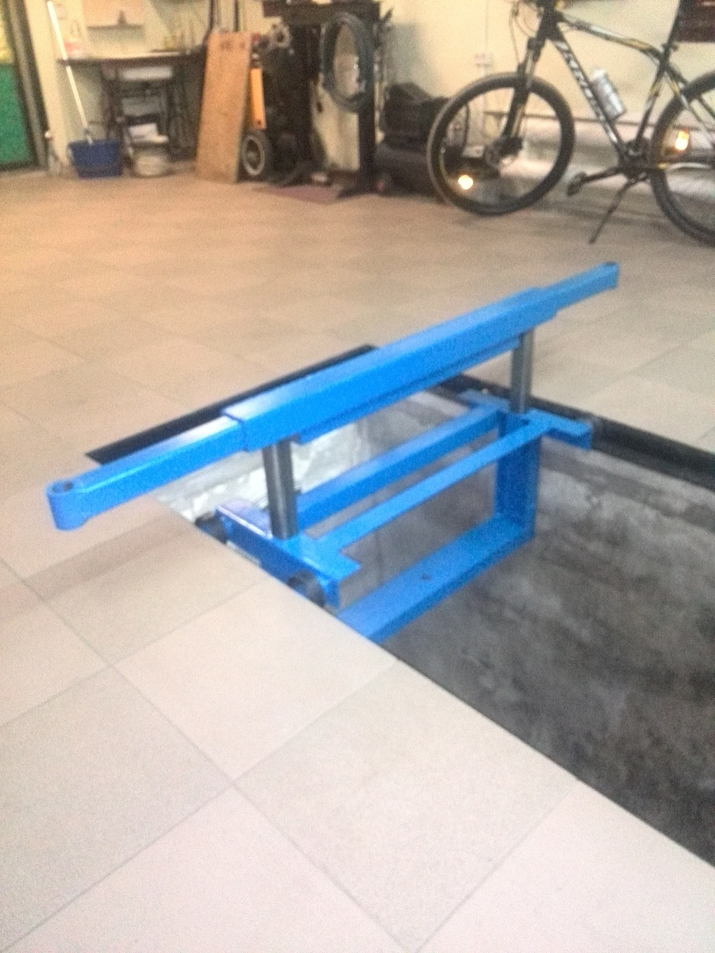 Как сделать подъёмник в гараже