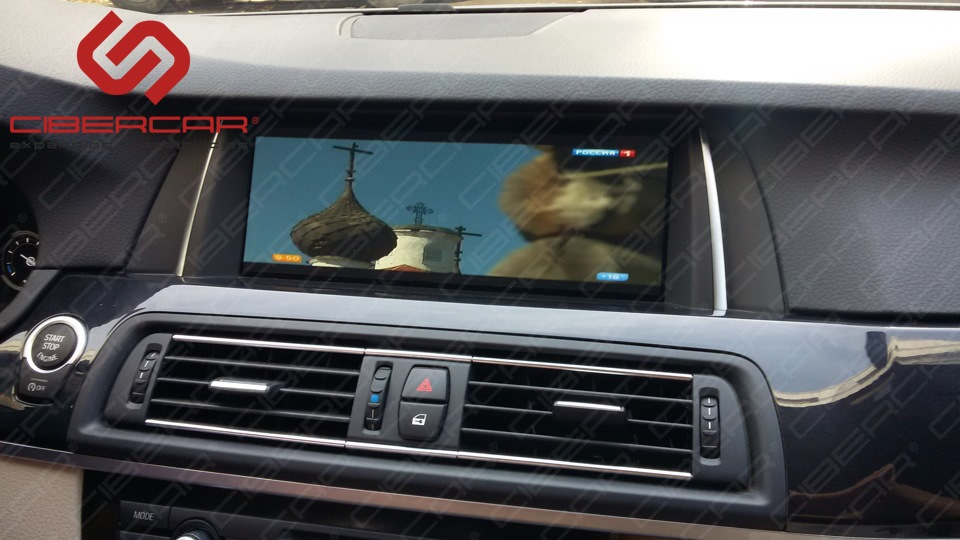 Цифровой ТВ-тюнер на экране автомобиля BMW F10 525D xDrive.
