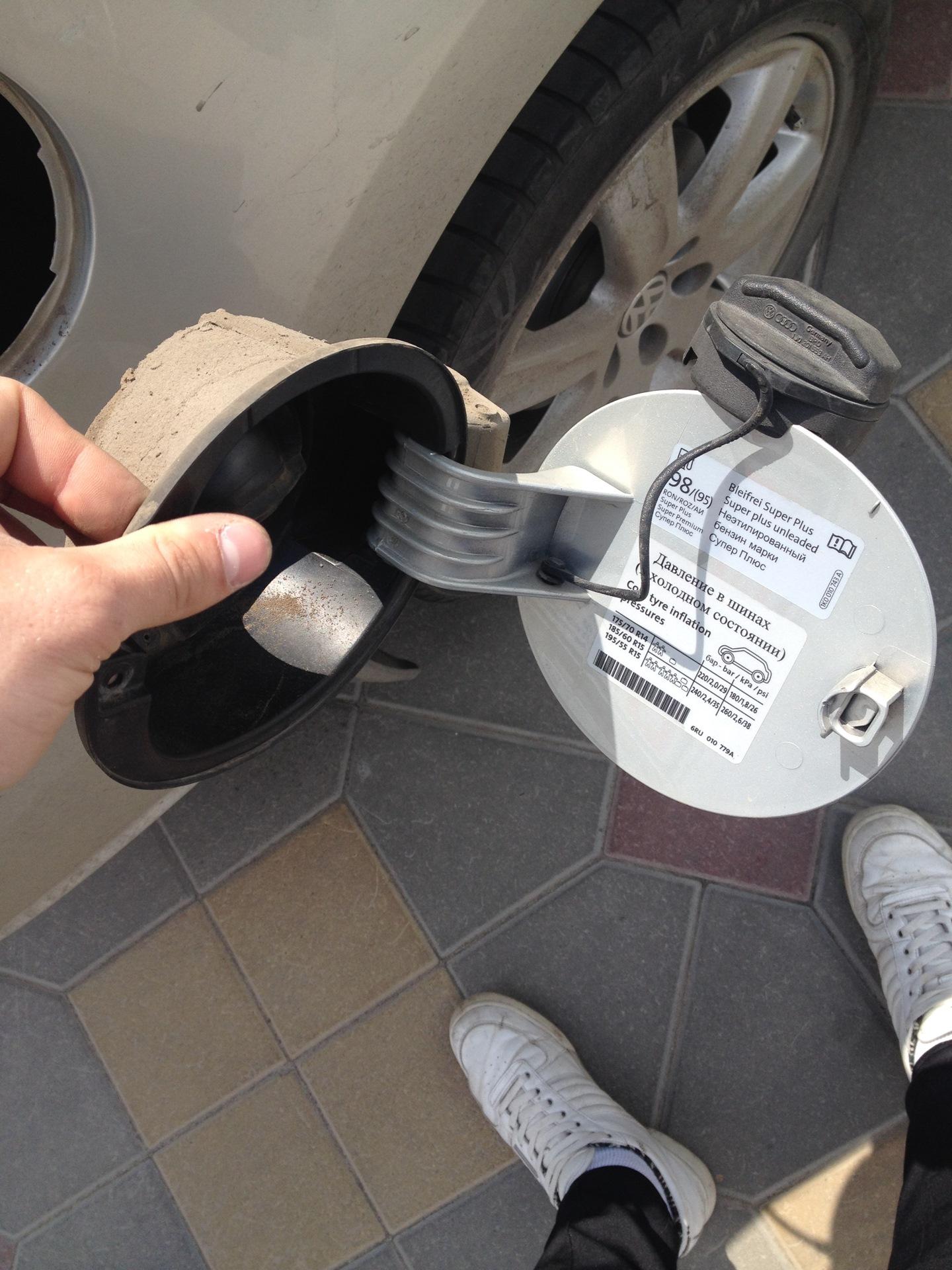 как поменять люк бензобака фольксваген поло седан