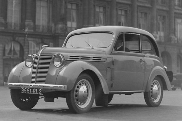 Renault Juvaquatre — один из первых послевоенных французских автомобилей.
