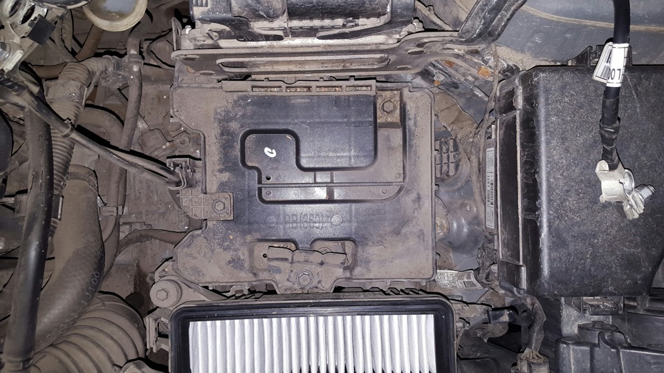 hyundai solaris площадка под аккумулятор