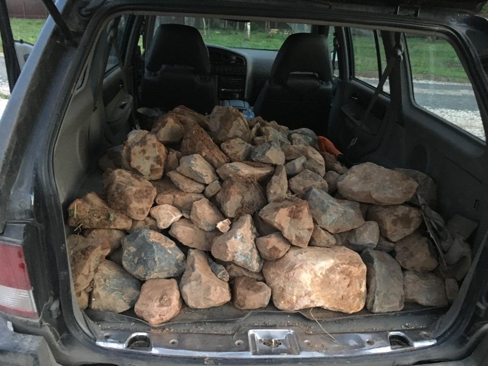 Полный багажник камней Тагер Муссо