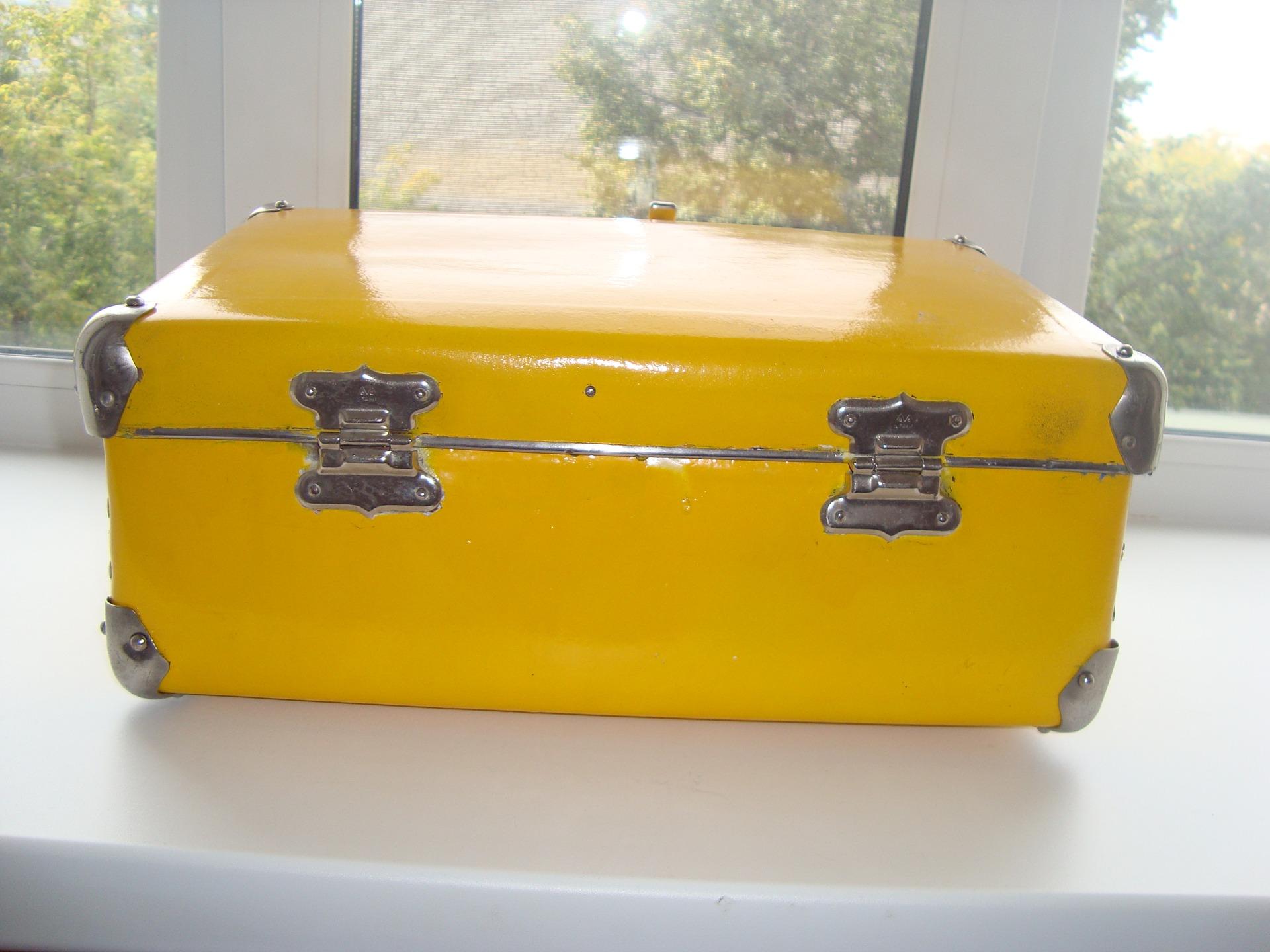 Своими руками желтые чемоданы 8