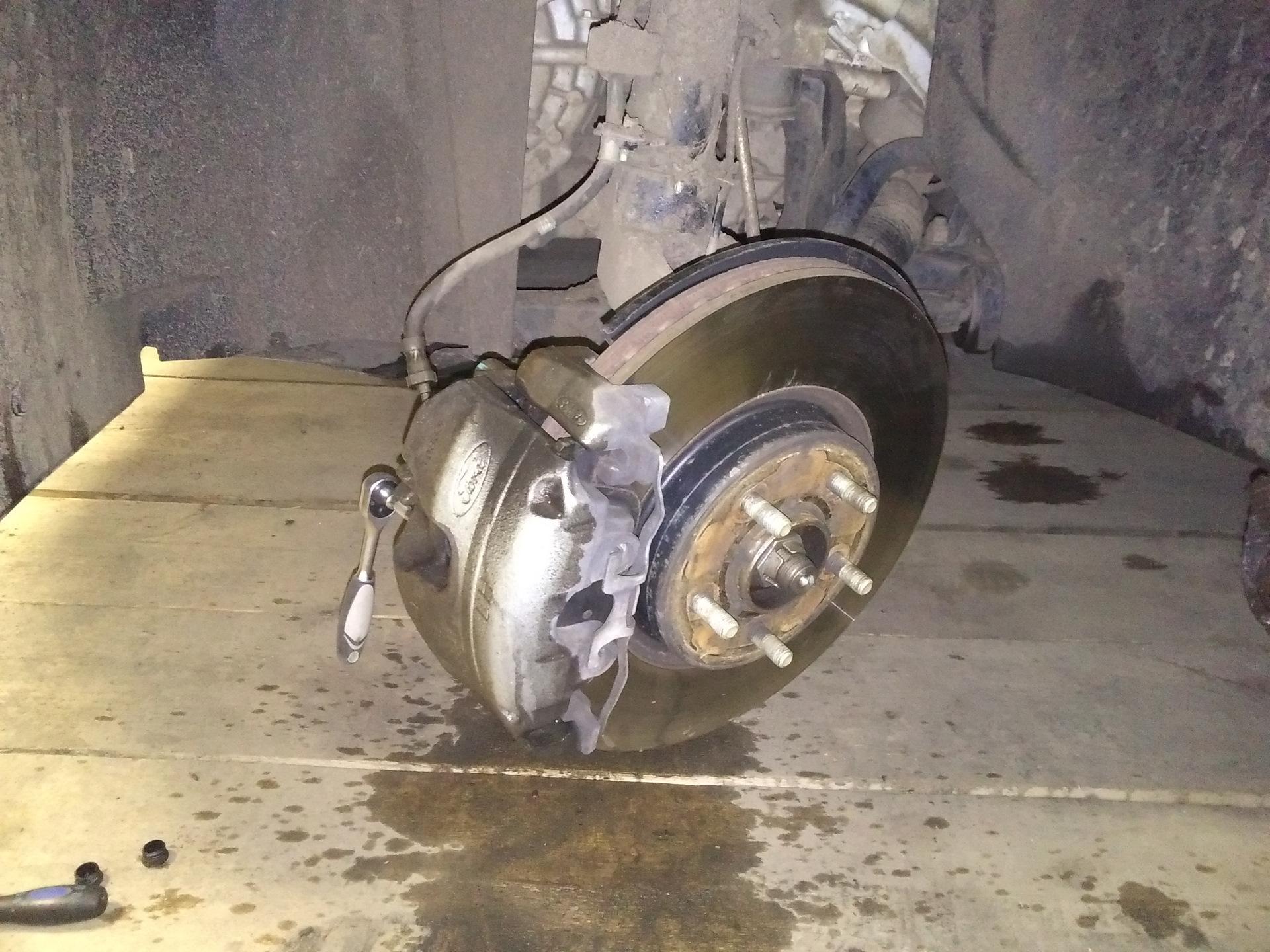 замена тормозных колодок на ford kuga 2
