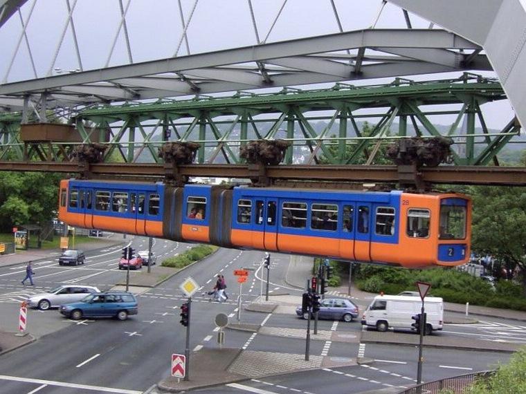 Подвесной трамвай может передвигаться не только по специальным железобетонн