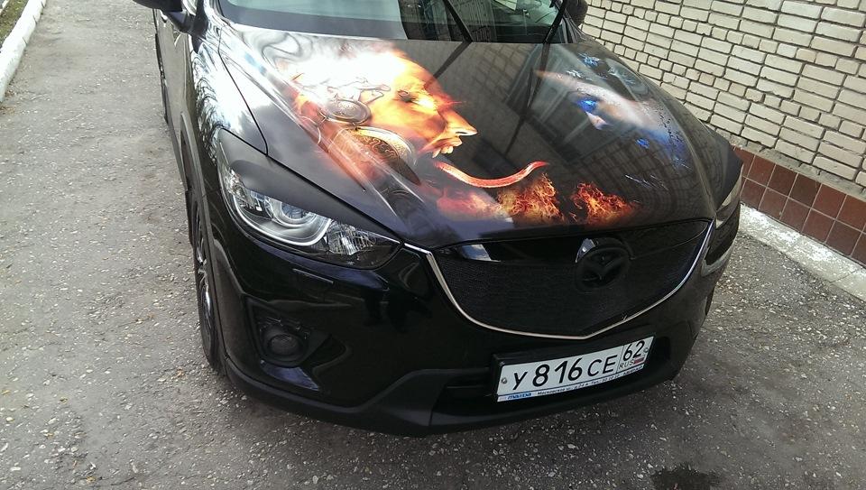 наклейка на черную машину