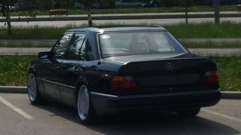 Mercedes-Benz E-class чуть-чуть LOW)).  Год на сайте.  Драйв.