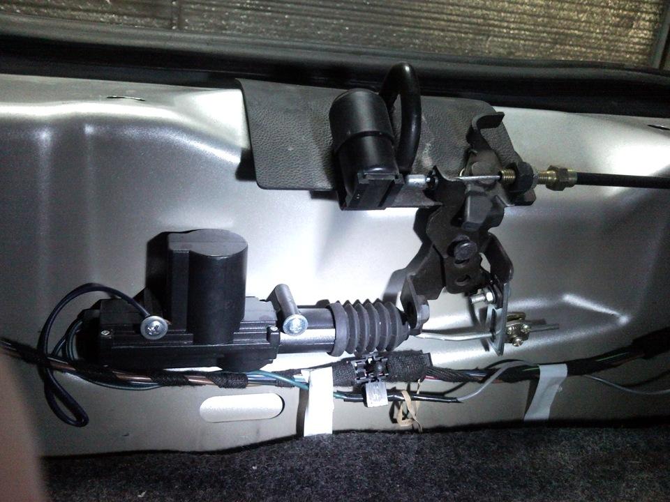 Электро замок багажника.