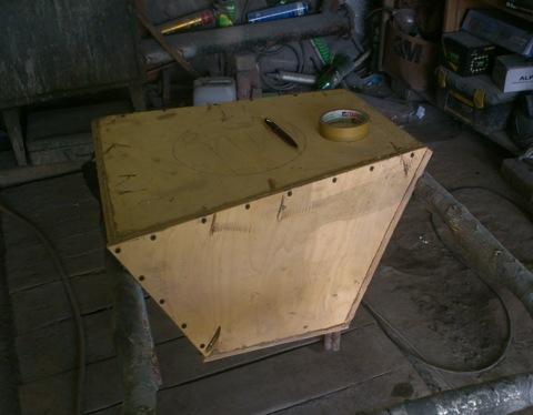 Саб будет стоять в правой нише багажника.  По этому эскизу сделан короб из дерева.  Нашел мастера на.