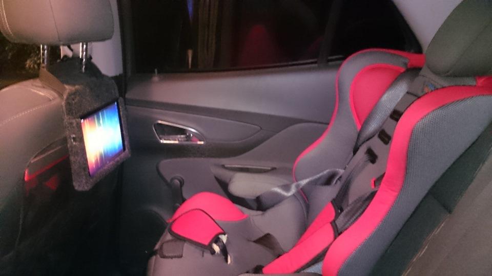 Крепление планшета на подголовник автомобиля