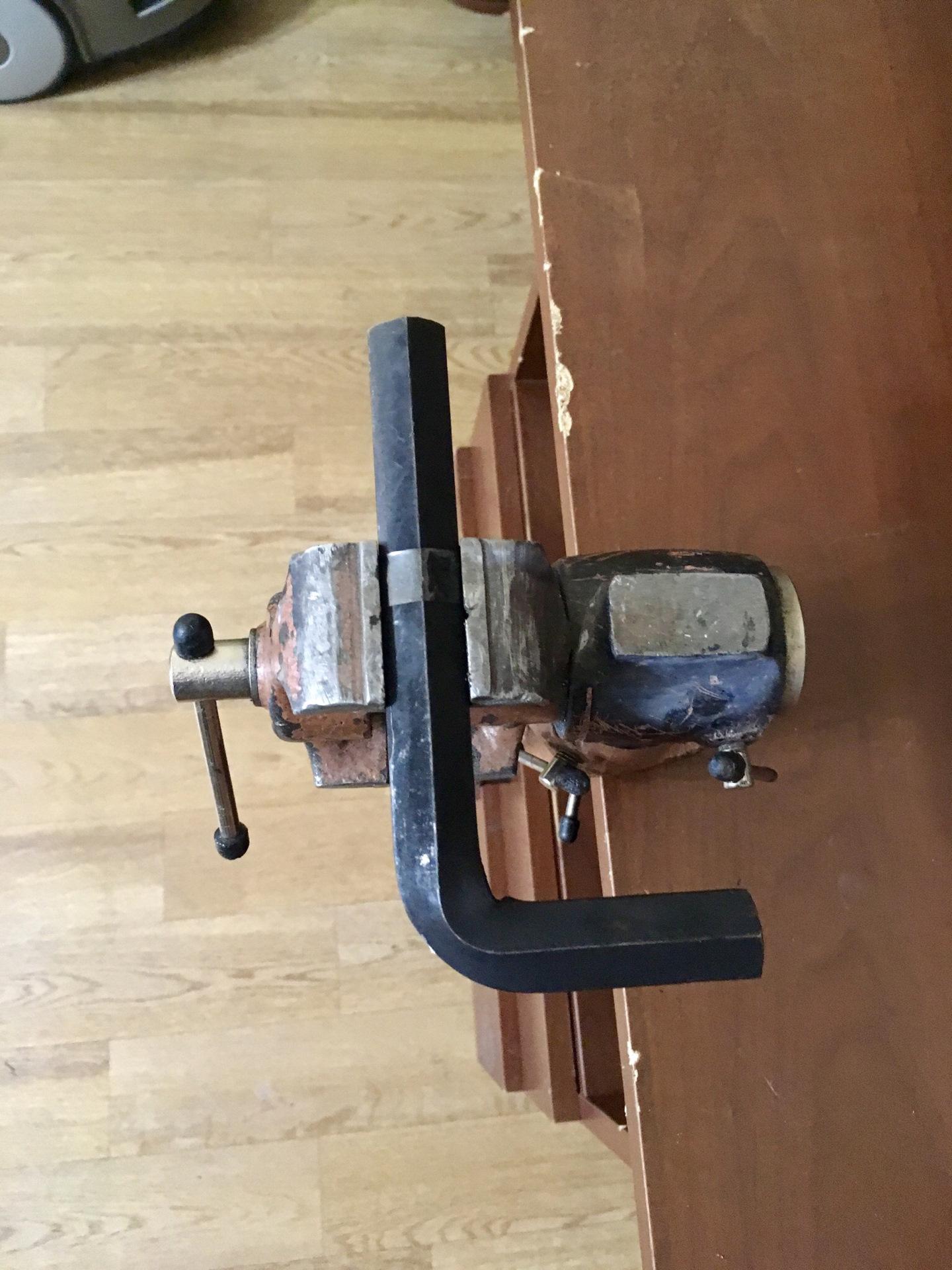 chevrolet cruze стук в рулевой рейке устранить
