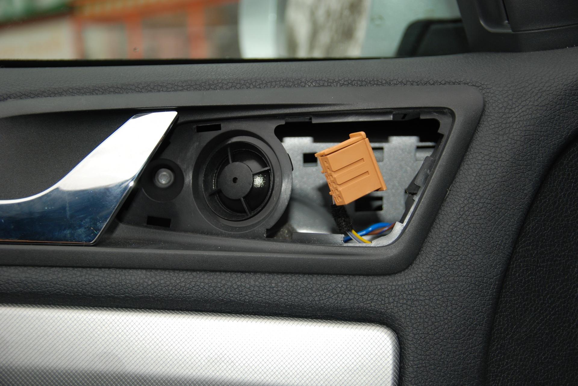 skoda octavia замена накладки на двери