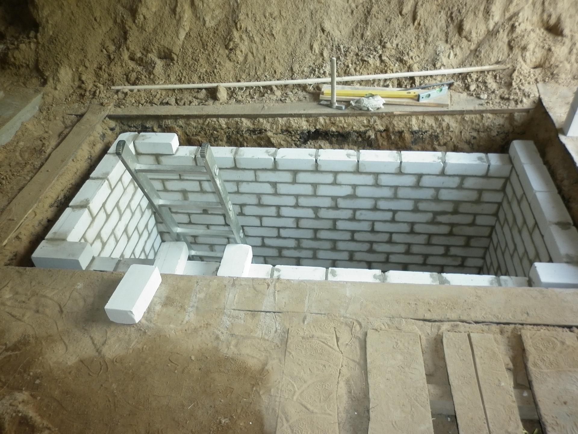 смотровая яма в гараже из пеноблоков