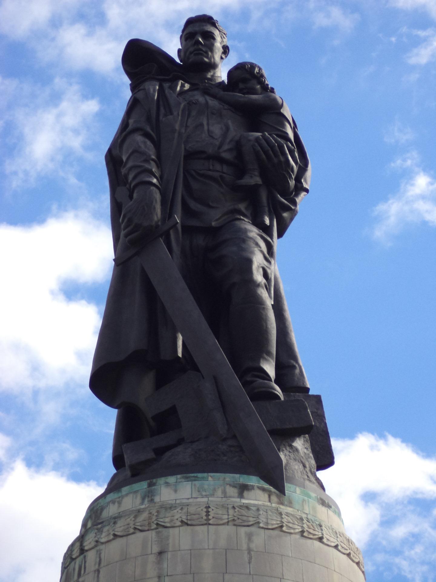 фото памятника в трептов парке рассчета расстояний площади