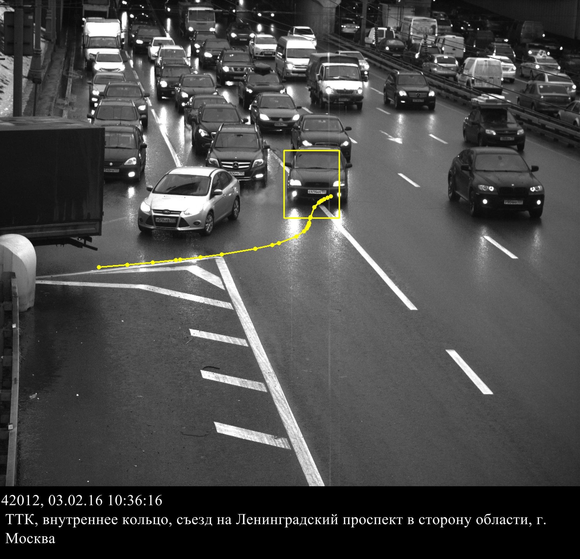 Фото несоблюдение дорожных знаков или разметкой крышку