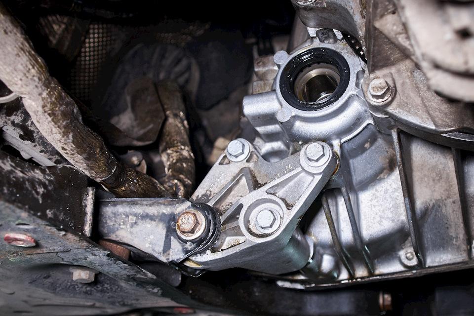 Новый сальник правого привода МКПП Ford Focus III установлен