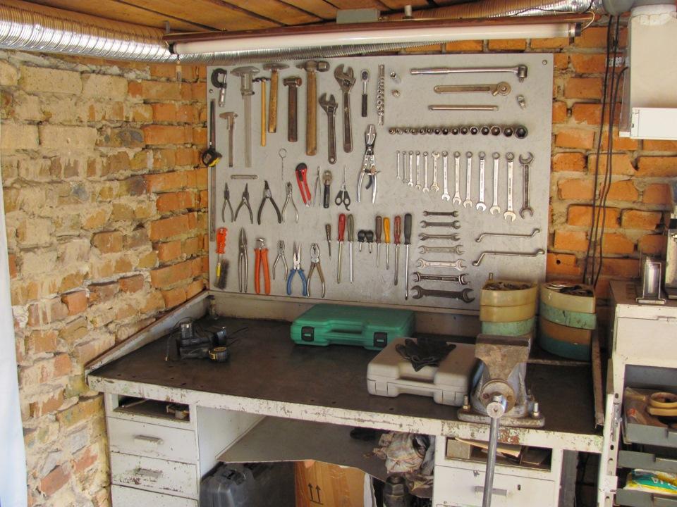 Как оборудовать рабочее место в гараже своими руками 91