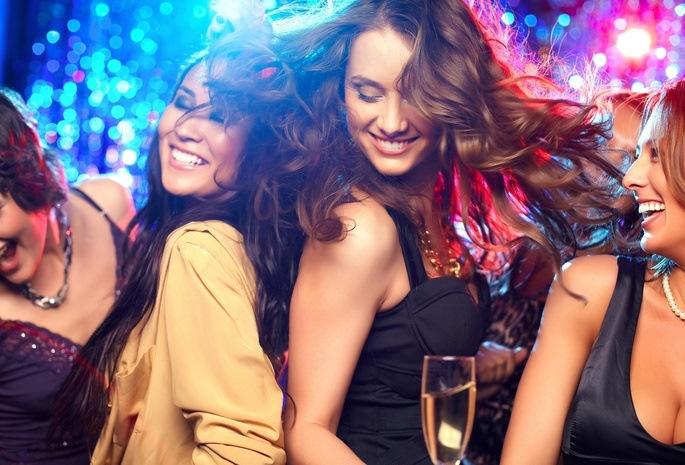 Девки отдыхают в клубе — photo 3