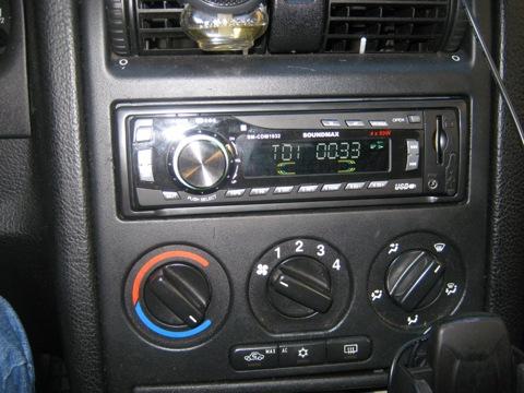 Сегодня наконец заменил штатную балалайку, купил не дорогую но она меня полностью устраивает.  Soundmax SM-CDM1032...