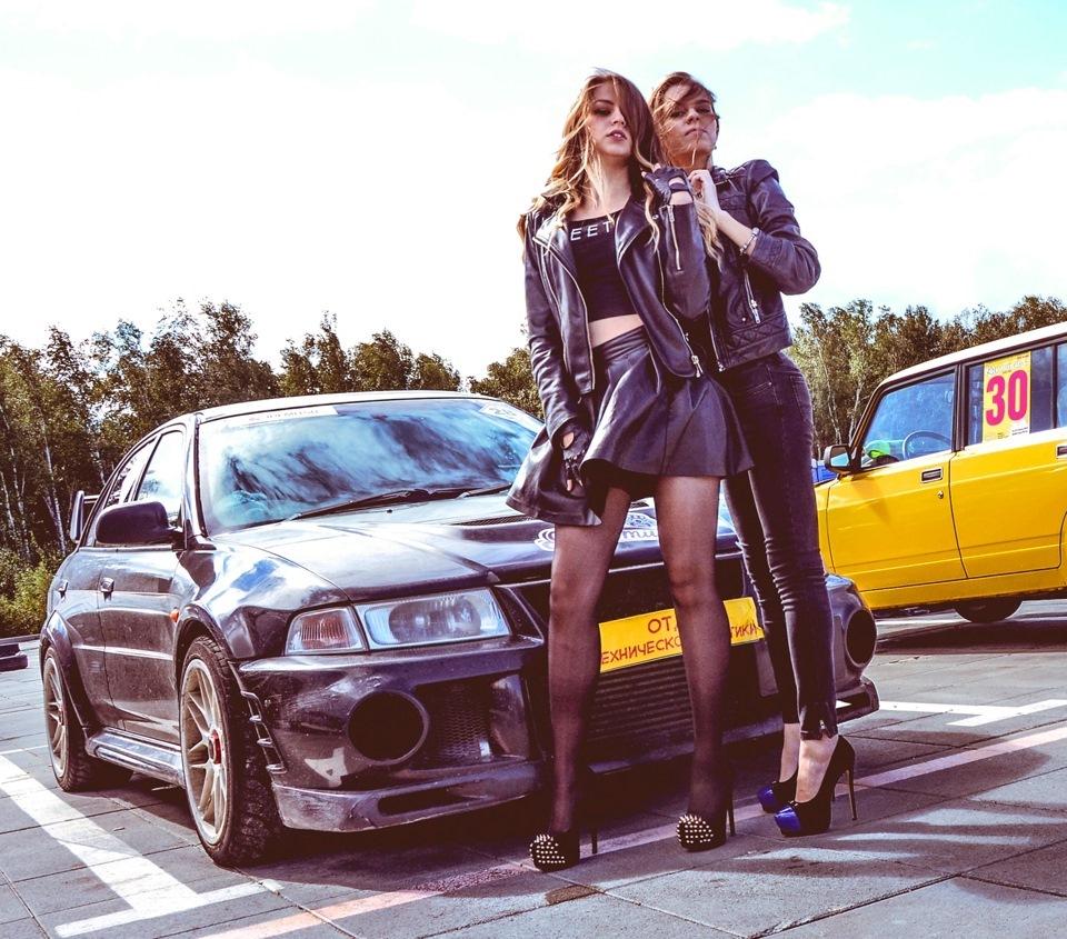 Фото девушек в машине митсубиси