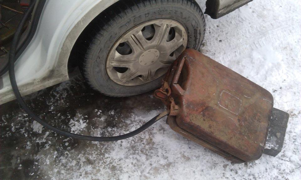 как слить бензин с nissan sunny