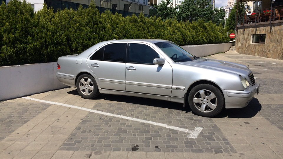 Mercedes benz e class 320 4 matic avantgarde drive2 for Mercedes benz e class 320