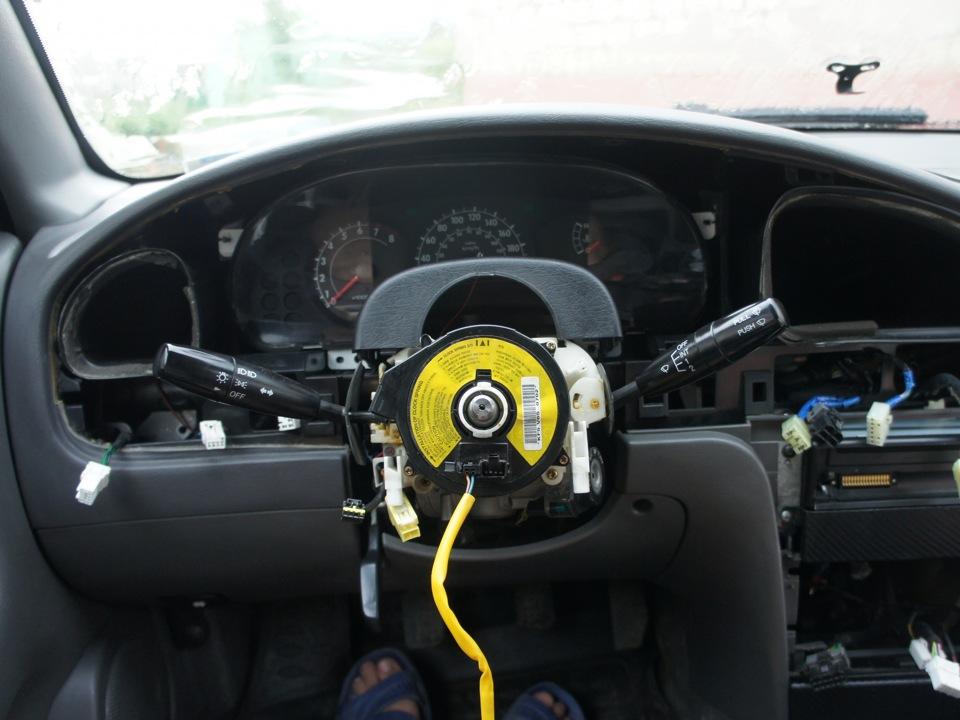 hyundai elantra 2002 почему загорается airbag