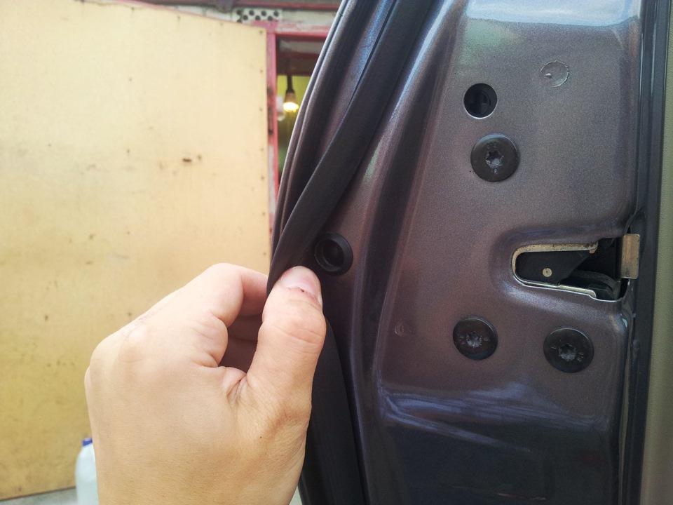 renault megane 2 снять замок задней двери
