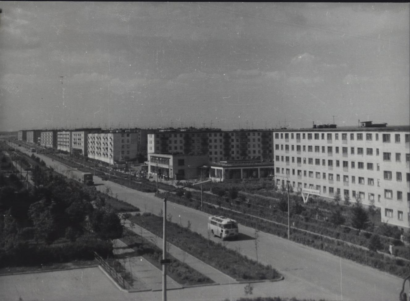 Старые фото нашего города: www.drive2.ru/b/288230376152102446