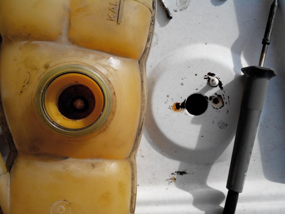 ремонт магнита бачка тосола опель омега б