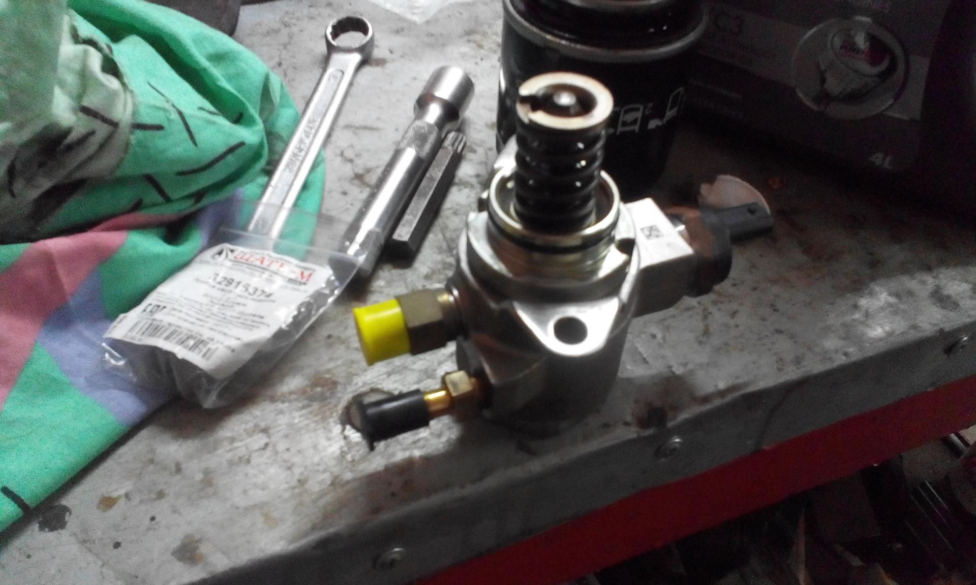 На двиг 1 2 тси через насос высокого давления попадать бензин в масло
