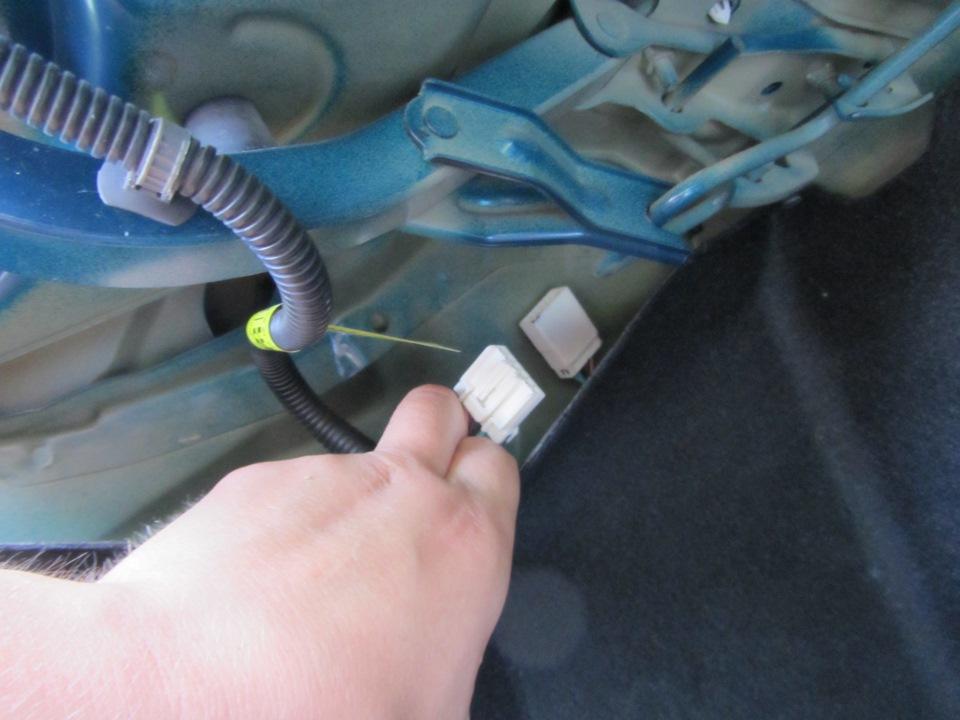 Разъём с проводов багажника