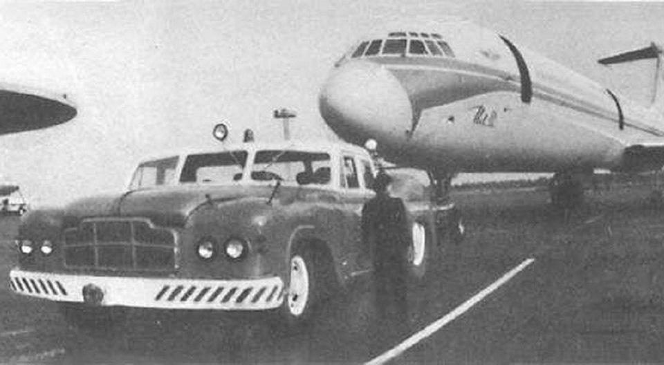 В сцепке с легендарным ИЛ-62.