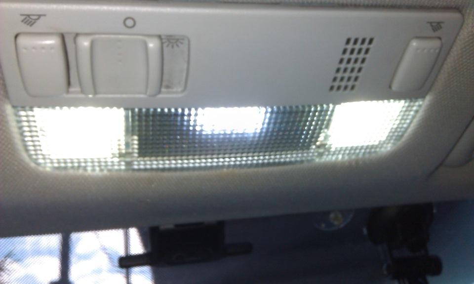 лампа плафона освещения салона skoda octavia