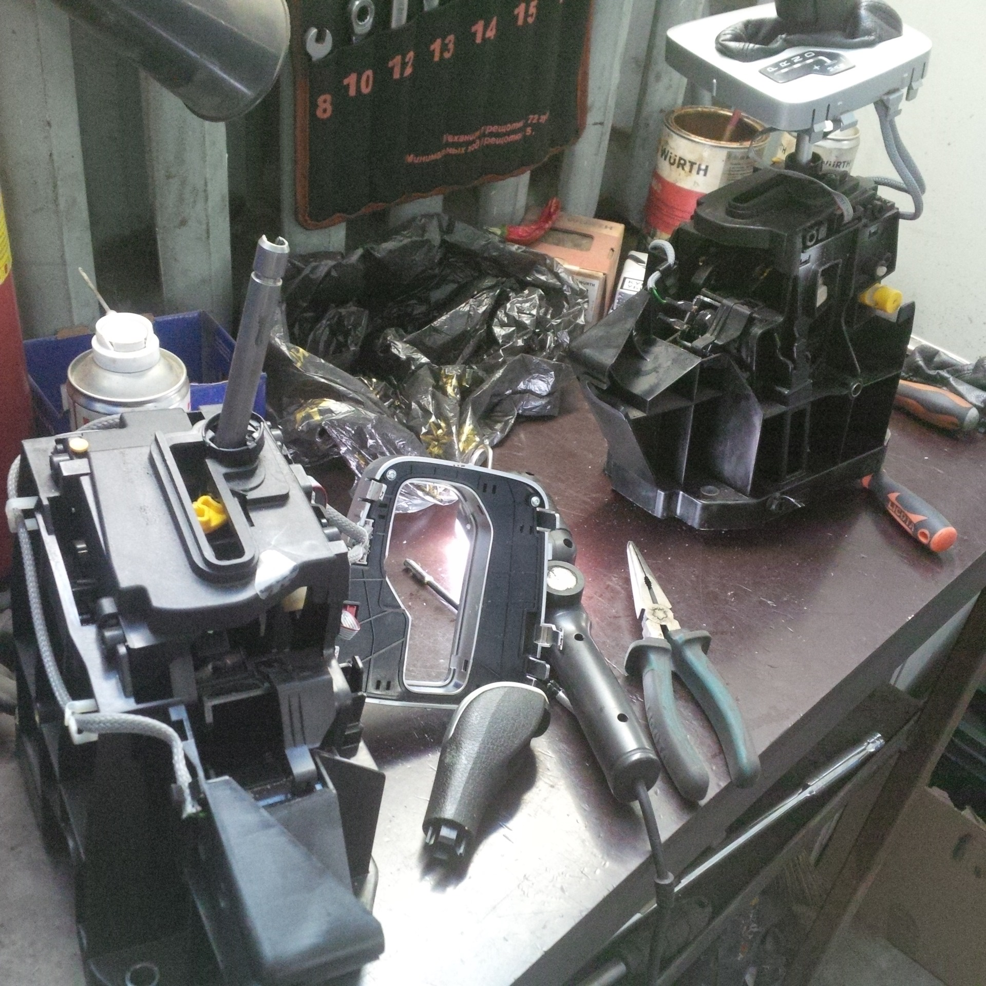 GEAR SELECTOR SERVICE REQUIRED 02 FINAL — Volvo XC90, 3 2 л