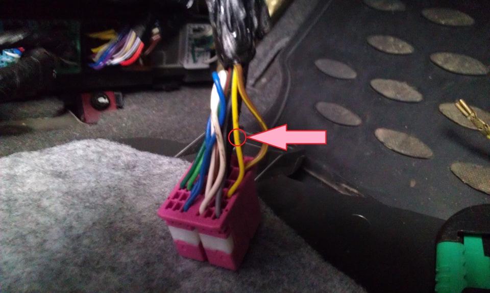 Кнопка багажника в салоне