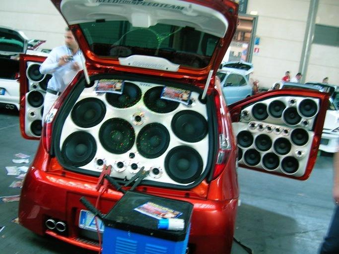Скачать музыку с хорошими басами в машину