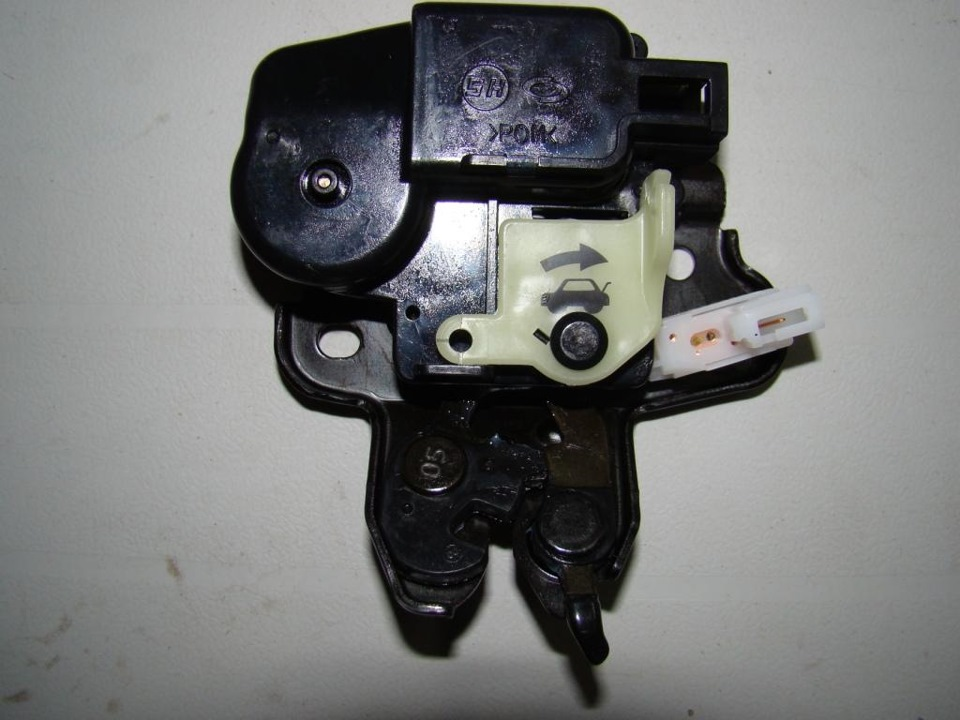 Альмера классик замок багажника электрический