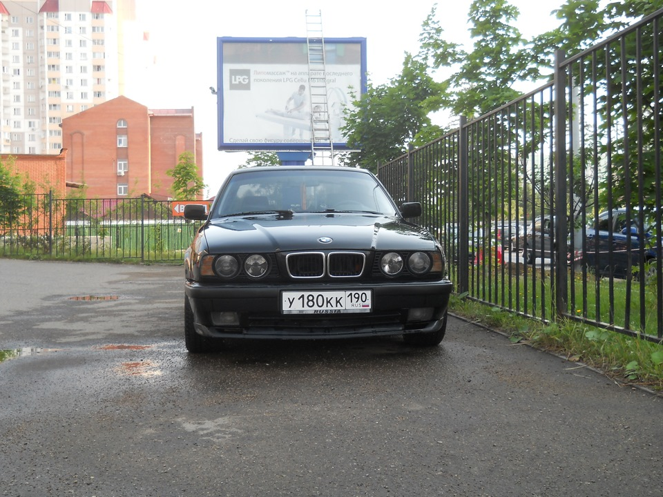 Hella black bmw e34