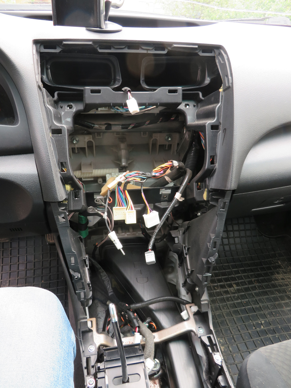Camry How-To: Auxiliary Input - Single CD Player | 2007 - 2009 Camry | Toyota