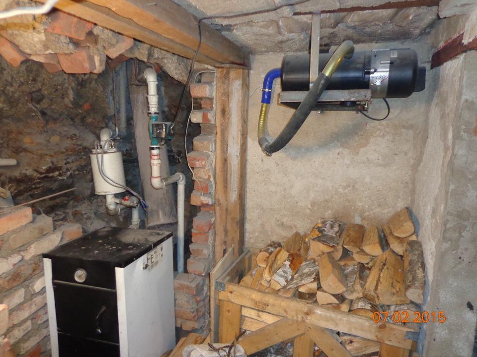 Последний предназначен для отвода избыточной влаги из почвы, а первые два препятствуют проникновению ее остатков в бетон.