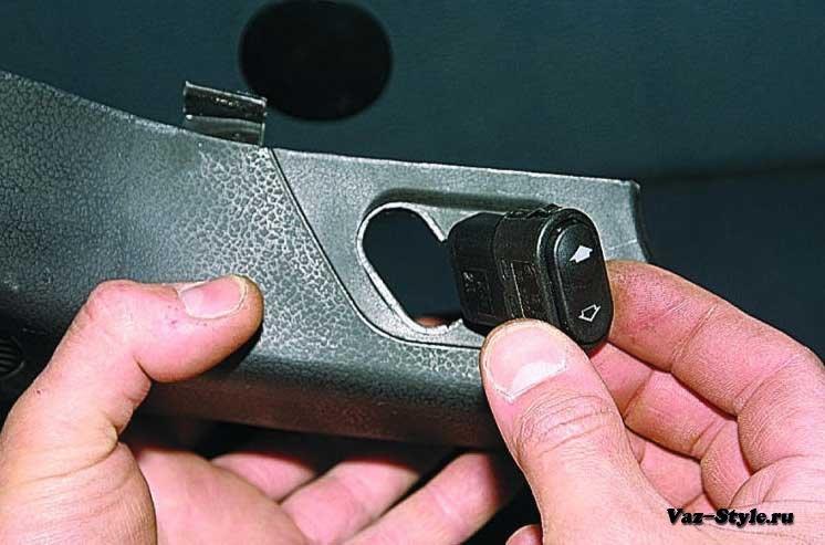 Фото №7 - ВАЗ 2110 замена кнопки стеклоподъемника