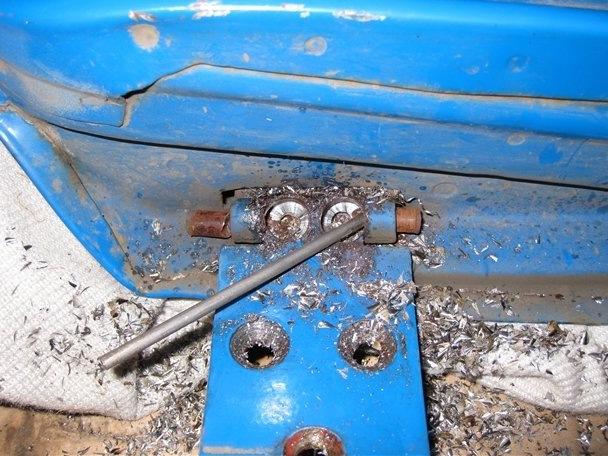 Фото №12 - ВАЗ 2110 ремонт дверных петель